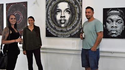 Vernissage im «Fafou» in Oberuzwil: Abstrakte Kalligrafie trifft Schablone