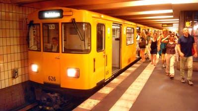 Eine U-Bahn-Komposition der Berliner Linie U2. (Bild: Jivee Blau/Wikimedia)