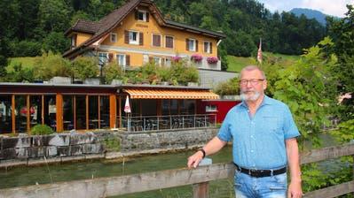 Xaver Haas, Inhaber des Restaurants Jordan, vor der Gaststätte. (Bild: Marion Wannemacher, Sarnen, 8.Juli 2019)