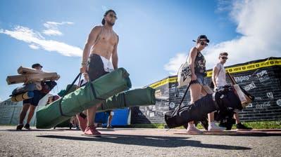 In Scharen strömen die Hip-Hop-Fans zum Open Air Frauenfeld. (Bild: Reto Martin, 4. Juli 2018)