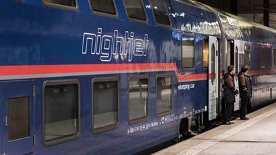 In Basel einsteigen und in Hamburg aufwachen: Die Nachfrage nach Nachtzügen ist im vergangenen Jahr stark gestiegen. Im Bild ist ein Nightjet der Österreichischen Bundesbahnen zu sehen.(Bild: Christian Beutler/Keystone, 19. November 2018)