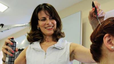 Coiffeuse, Ausbildnerin und Unternehmerin aus Leidenschaft: Erica Brändle. Sie organisiert einen Lehrlingsanlass an der Z19 und hofft, dass die Schüler später auf die Frage, was sie den von Beruf werden möchten, nicht antworten müssen: «Weiss nicht.» (Bilder: Hans Suter)