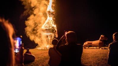Burnie brennt - Dackel Waldi nicht. Er kommt ins Dackelmuseum in Passau. (Bild: Andrea Stalder)