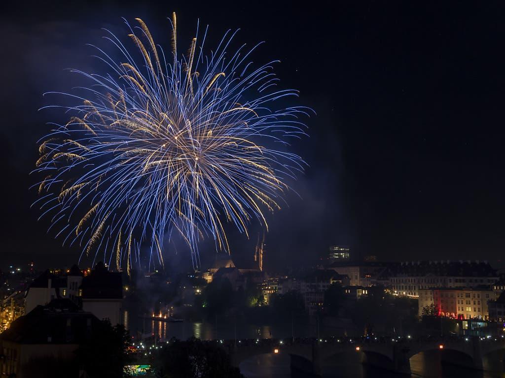 Das grosse Bundesfeier-Feuerwerk in Basel wurde in der Nacht zum 1. August gezündet. (Bild: KEYSTONE/GEORGIOS KEFALAS)