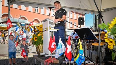 Die Rede von Schwinger Marcel Bieri kam auch bei den kleineren Gästen gut an. (Bild: Christian H. Hildebrand, Baar, 1. August 2019)