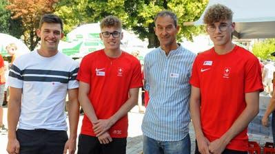 Die Geehrten (von links) Marc Bösch, Robin Sutter, Reto Hänni und Dennis Sutter. (Bild: Michael Hug)