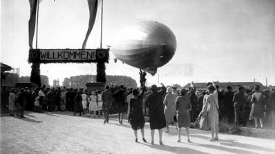 Am Ende der Weltrundfahrt empfingen Tausende das Luftschiff in Friedrichshafen. (Bild: Archiv der Luftschiffbau Zeppelin GmbH, Friedrichshafen)
