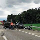 Beim Unfall am Sonntagabend kamen zwei Menschen ums Leben. (Bild: kapo)