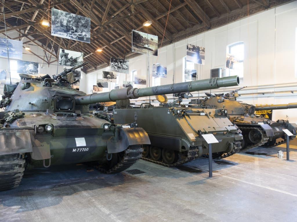 Ausgediente Panzer stehen im Panzermuseum auf dem Waffenplatz Thun. (Bild: Keystone/PETER KLAUNZER)