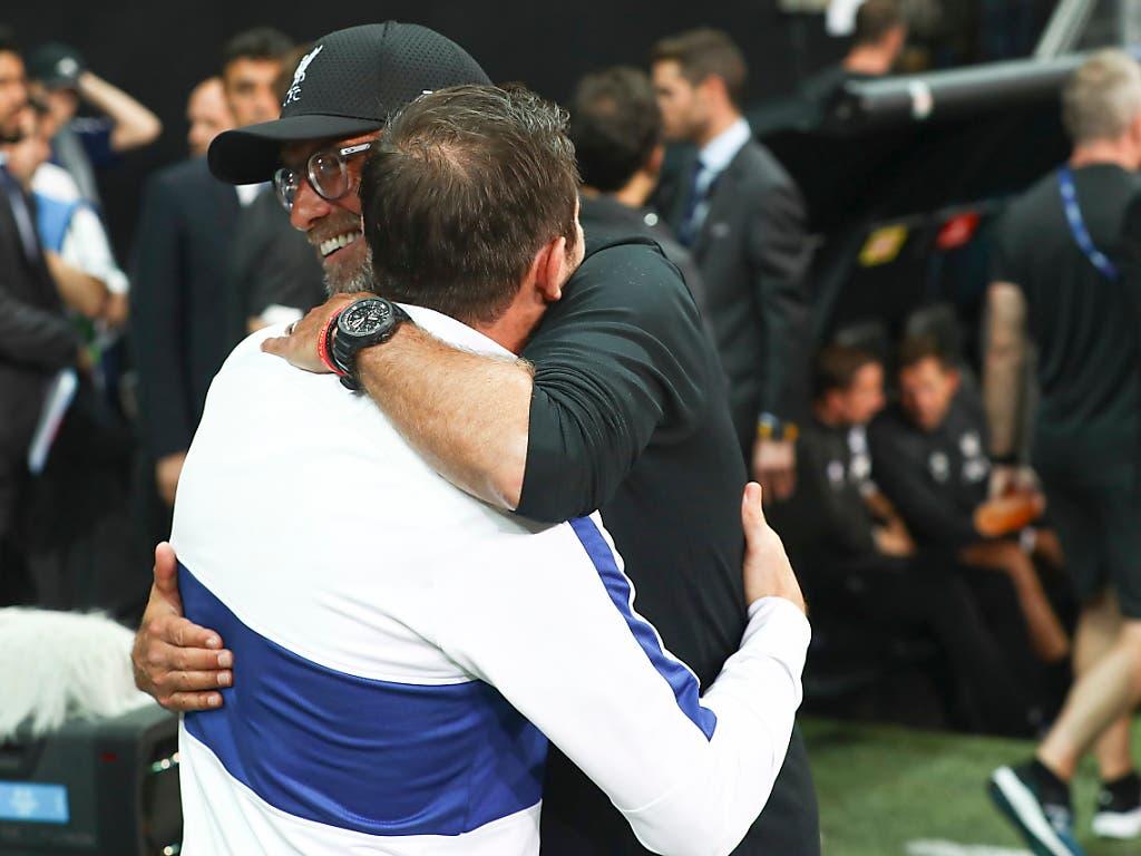 In aller Freundschaft: Jürgen Klopp und Frank Lampard, die renommierten Trainer (Bild: KEYSTONE/EPA/SEDAT SUNA)