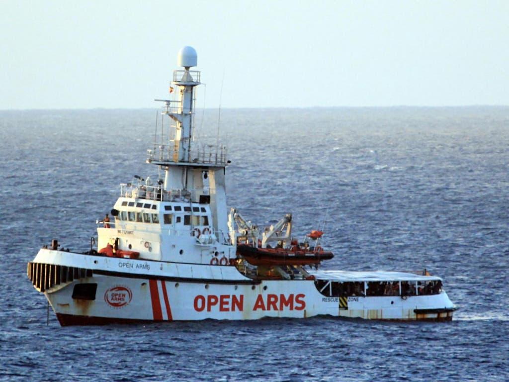 Das Rettungsschiff «Open Arms» befindet sich in der Nähe der italienischen Insel Lampedusa. (Bild: KEYSTONE/EPA ANSA/ELIO DESIDERIO)