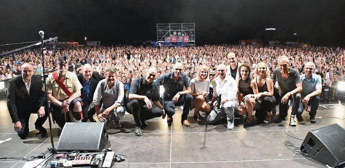 Die Band Phil imitiert Phil Collins so überzeugend, dass sie jede Konzertarena füllt. (Bild: pd)