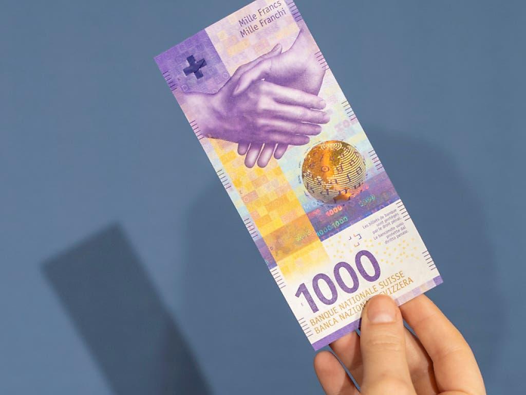 Wer heute 1000 Franken in Schweizer Bundesobligationen investiert, erhält in zehn Jahre rein rechnerisch betrachtet nur knapp 900 Franken zurück. (Bild: KEYSTONE/ENNIO LEANZA)