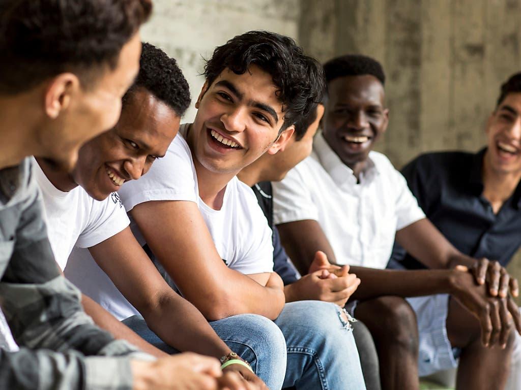 Junge Asylsuchende in der Schweiz: die Zahl der Asylgesuche war im ersten Halbjahr 2019 stark rückläufig. (Bild: KEYSTONE/ALEXANDRA WEY)