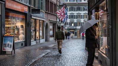 Leere Gassen wegen hohen Preisen und Einkaufstourismus. Die Fair-Preis-Initiative soll Konsumenten nun tiefere Preise bringen. (Bild: Boris Bürgisser)