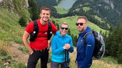 Marco Fritsche, Diana Gutjahr und Nicolas Senn schnürten die Wanderschuhe.