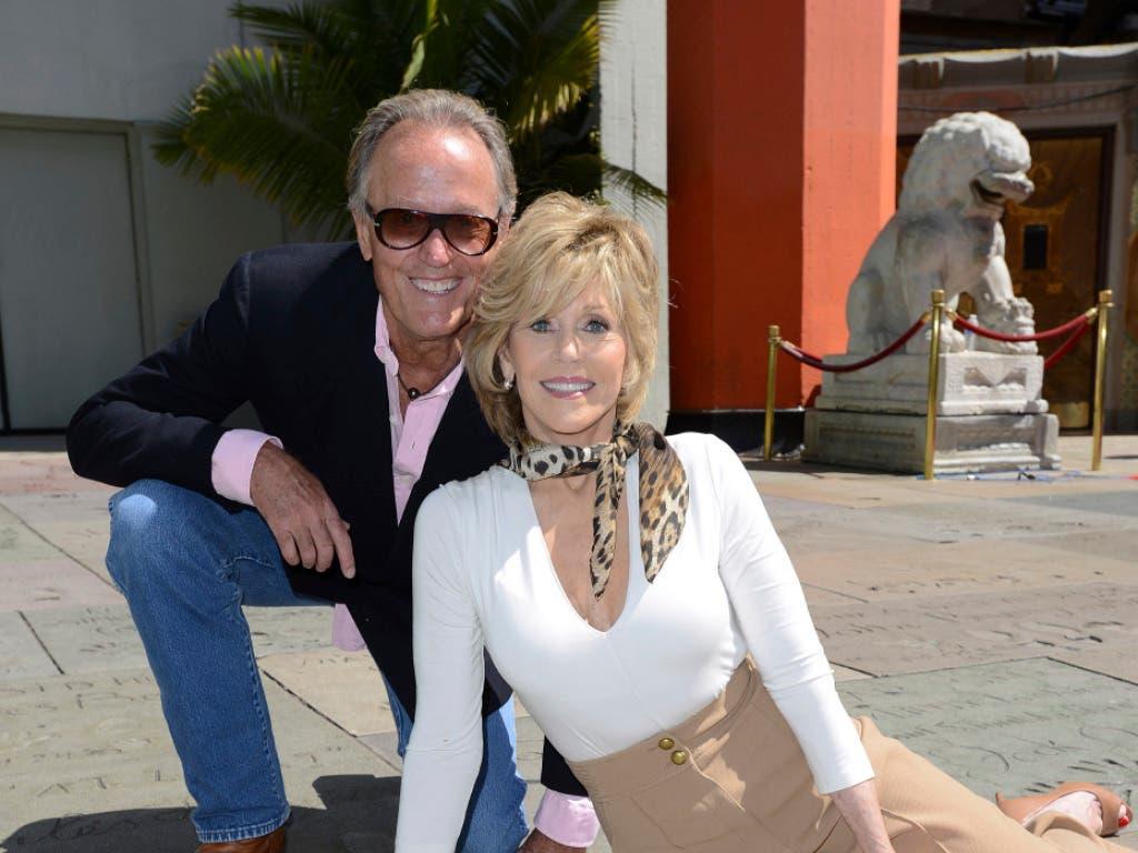 Schauspieler-Familie: Peter Fonda 2013 mit seiner Schwester Jane vor dem Chinese Theater in Hollywood beim Handabdruck ihres Vaters Henry. (Bild: KEYSTONE/AP Invision/JORDAN STRAUSS)