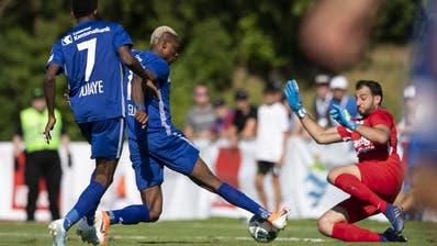 5 Boudhar Djamel AS Calcio Kreuzlingen (Weiss) gegen 2 Egli Levi FC Weesen auf dem Doebeli Sportpltz am Samstag 10. August 2019 (FOTO GACCIOLI KREUZLINGEN)