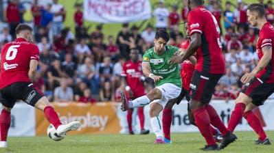 St.Gallens Mittelfeldspieler Victor Ruiz (Mitte) erzielt in Monthey vor etwas mehr als 1700 Zuschauern das 1:0. (Bild: Jean-Christophe Bott/Keystone)