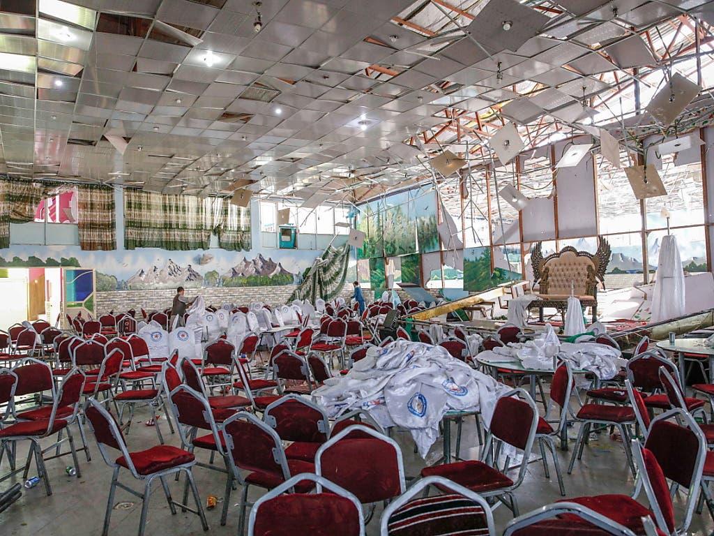 Der durch das Selbstmordattentat zerstörte Saal, wo die Hochzeitsfeier stattfand. (Bild: KEYSTONE/EPA/HEDAYATULLAH AMID)