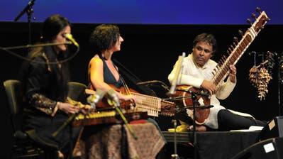 Unter dem Motto «Building Bridges» trat auch der Sitar-Spieler Gaurav Mazumdar mit seiner Formation auf. (Bild: Urs Hanhart, 17. August 2019)