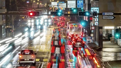 Die Junge SVP Luzern fordert für Autos freie Fahrt auf Kantonsstrassen. (Symbolbild: Pius Amrein)