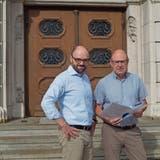 Die Chamer Gemeinderäte Arno Grüter (links) und Rolf Ineichen befassen sich intensiv mit der Schulraumplanung. (Bild: PD)