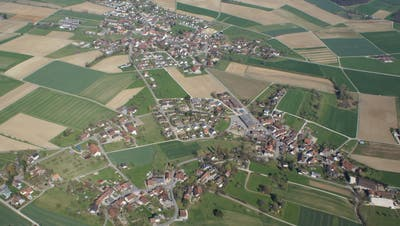Die Ortsgemeinden Unterschlatt (oberer Bildrand) und Mett-Oberschlatt (unterer Bildrand) schlossen sich 1999 zur Politischen Gemeinde Schlatt zusammen. (Bild: PD)
