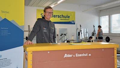 René Wyler, Leiter der Sportlerschule Appenzellerland, in den multifunktional nutzbaren Räumlichkeiten. Bild: Mea McGhee