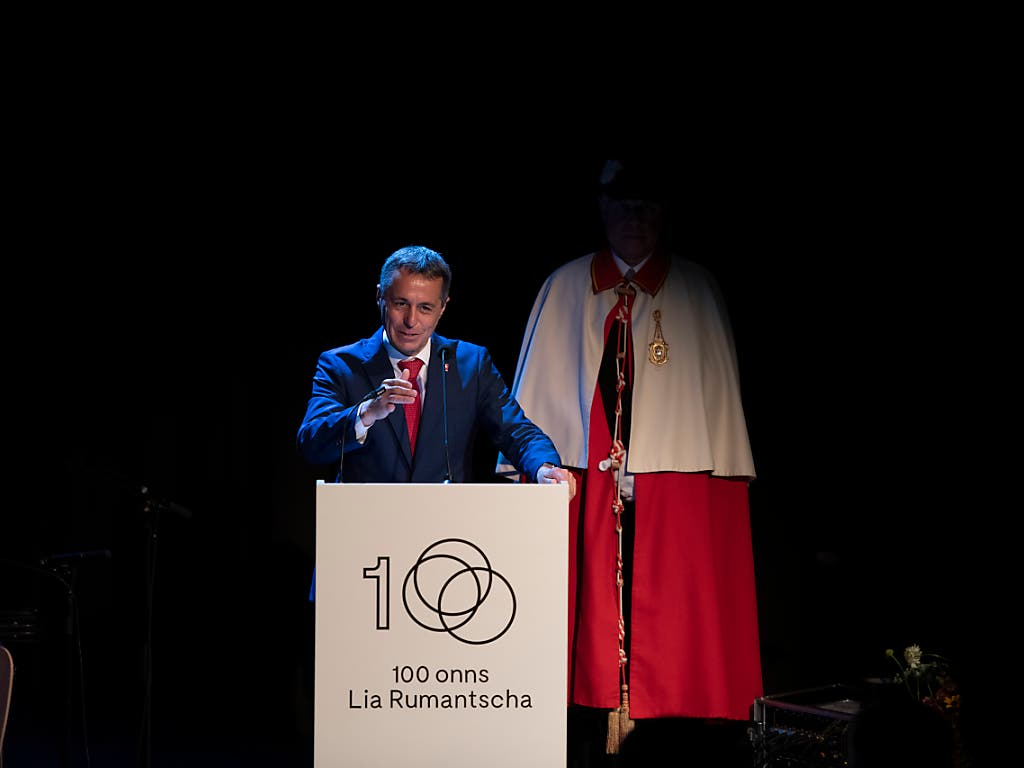 Bundesrat Ignazio Cassis machte dem rätoromanischen Dachverband Lia Rumantscha in Zuoz die Aufwartung. (Bild: Keystone/WENDT)