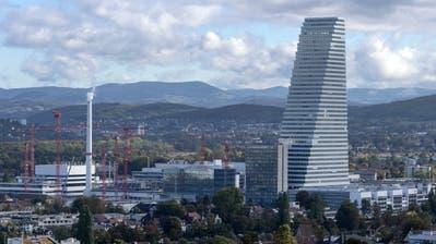 Hoch hinaus: Roche erweitert seinen Basler Hauptsitz mit neuen Gebäuden. (Bild: Georgios Kefalas/Keystone)