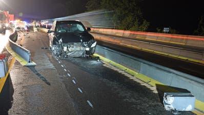 Die zerstörte Front des Unfall-Autos. (Bild: Luzerner Polizei)