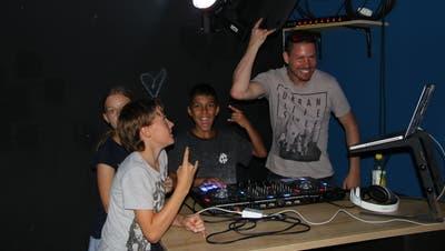 DJ-Kurs beim Ferienspass: Beim Publikum die richtigen Knöpfe drücken