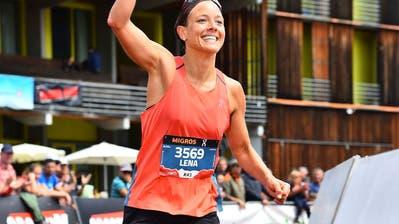 Trotz Hagel kämpft sich die Herisauerin Lena Steuri am Swissalpine Davos ins Ziel