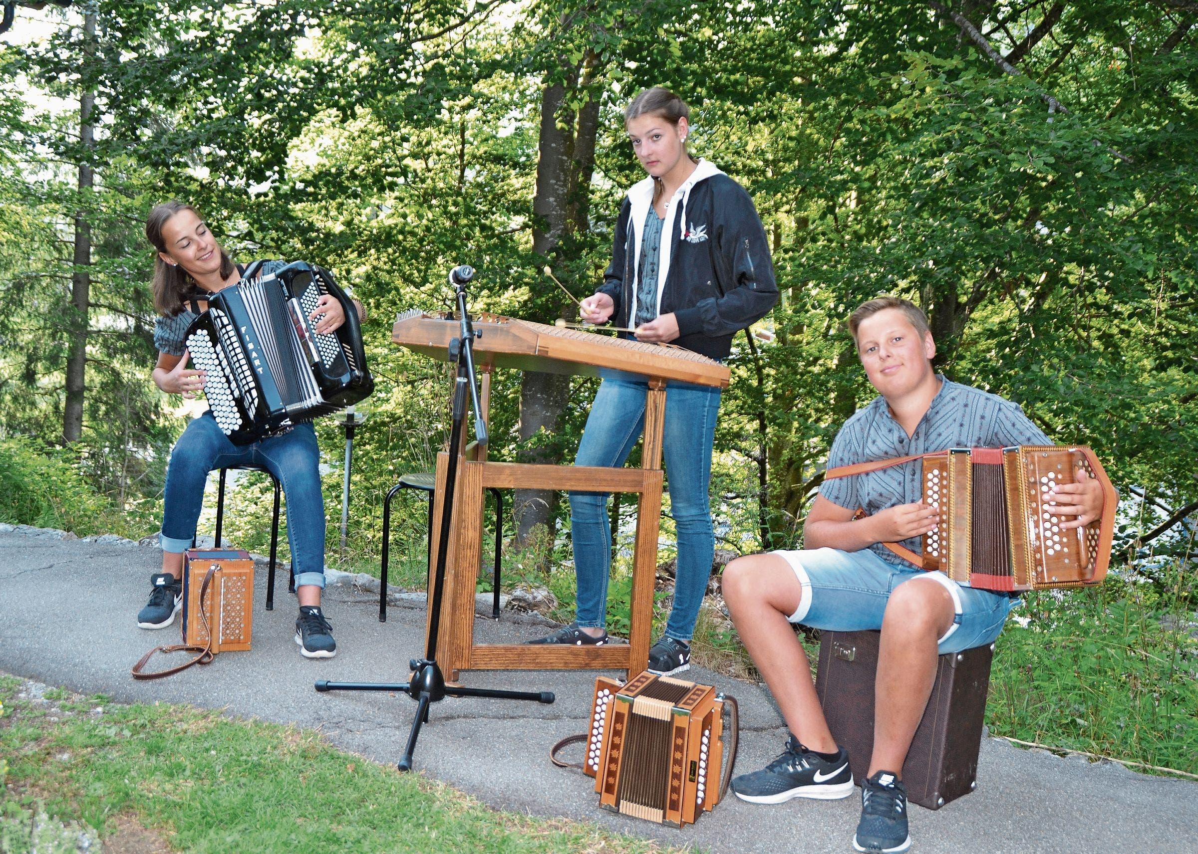 Besinnliche Klänge von den Alphornbläsern Thomas Bischof, Paul Götte und Sepp Brändle (von links). Bilder: Adi Lippuner