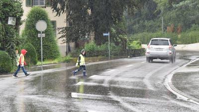 Noch immer fehlt ein Zebrastreifen an der Bachtobelstrasse für die Kinder, die aus den nördlichen Wohnquartieren ins Schulhaus Elisabetha Hess gehen. (Bild: Mario Testa)