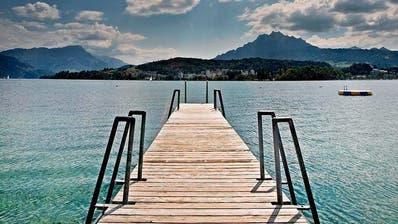 Auf diesem Holzsteg im Strandbad Lido Luzern passierte der tragische Unfall. (Bild Pius Amrein)