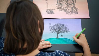 Lena begann während ihrer Therapie in Wil intensiv zu zeichnen. (Bild: Urs Bucher - St.Gallen, 20.August 2019)