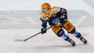 Lino Martschini, hier bei einem Spiel gegen den HC Ambri Piotta, bleibt beim EVZ.Bild: Urs Flüeler (Zug,3. Maerz 2019)