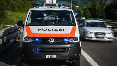 Die Polizisten konnten den Autofahrer dabei beobachten, wie er Game spielte. (Symbolbild: kapo)