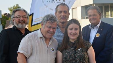 Die Ehrenpräsidenten Harry Tschumy und Kurt Lauer, Musikerin Mattea Oberholzer und die beiden Programmleiter der Jazzmeile Dieter Bös und Ignaz Keller. (Bild: Judith Schuck)
