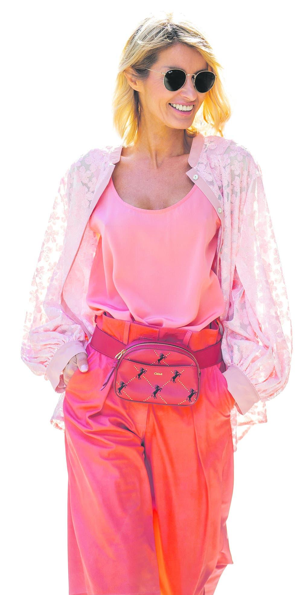 Mode-Influencerin Gitta Banko mit einem Lederbeutel von Chloé. (Bild: Getty images)