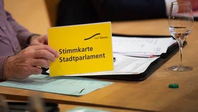 Nächste Woche brauchen die Gossauer Stadtparlamentarier wieder ihre Stimmkarten. (Bild: Urs Bucher)