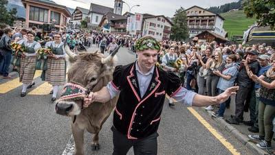Joel Wicki in Sörenberg gefeiert: Der Erstgekrönte ist ein Entertainer
