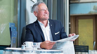 Für Matthias Michel ist das Café Speck an der Alpenstrasse als Schnittstelle zwischen Tradition und Innovation ein beliebter Treffpunkt. (Bild: Maria Schmid, Zug, 30. Juli 2019)