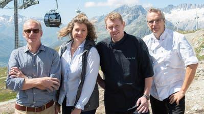 Markus Neff (2. von rechts), mit seinen Partnern David Gruss, Maren Müller und «Chedi»-Chef Dietmar Sawyere (rechts) auf dem Gütsch. (Bild: PD)