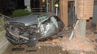 Der Autofahrer wurde beim Unfall verletzt. (Bild: Kapo TG)