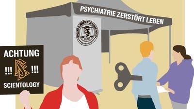 Aktivisten warnen Passanten: Hinter der psychiatriekritischen Organisation CCHR verbirgt sich die Scientology. (Illustration: Selina Buess)