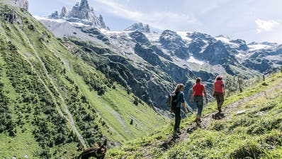 Der Alpkäse-Trail ist eine Mehrtageswanderung, die rund um Engelberg zu acht Alpkäsereien und in eine zauberhafte Bergwelt führt. (Bild:Tanya Hasler)