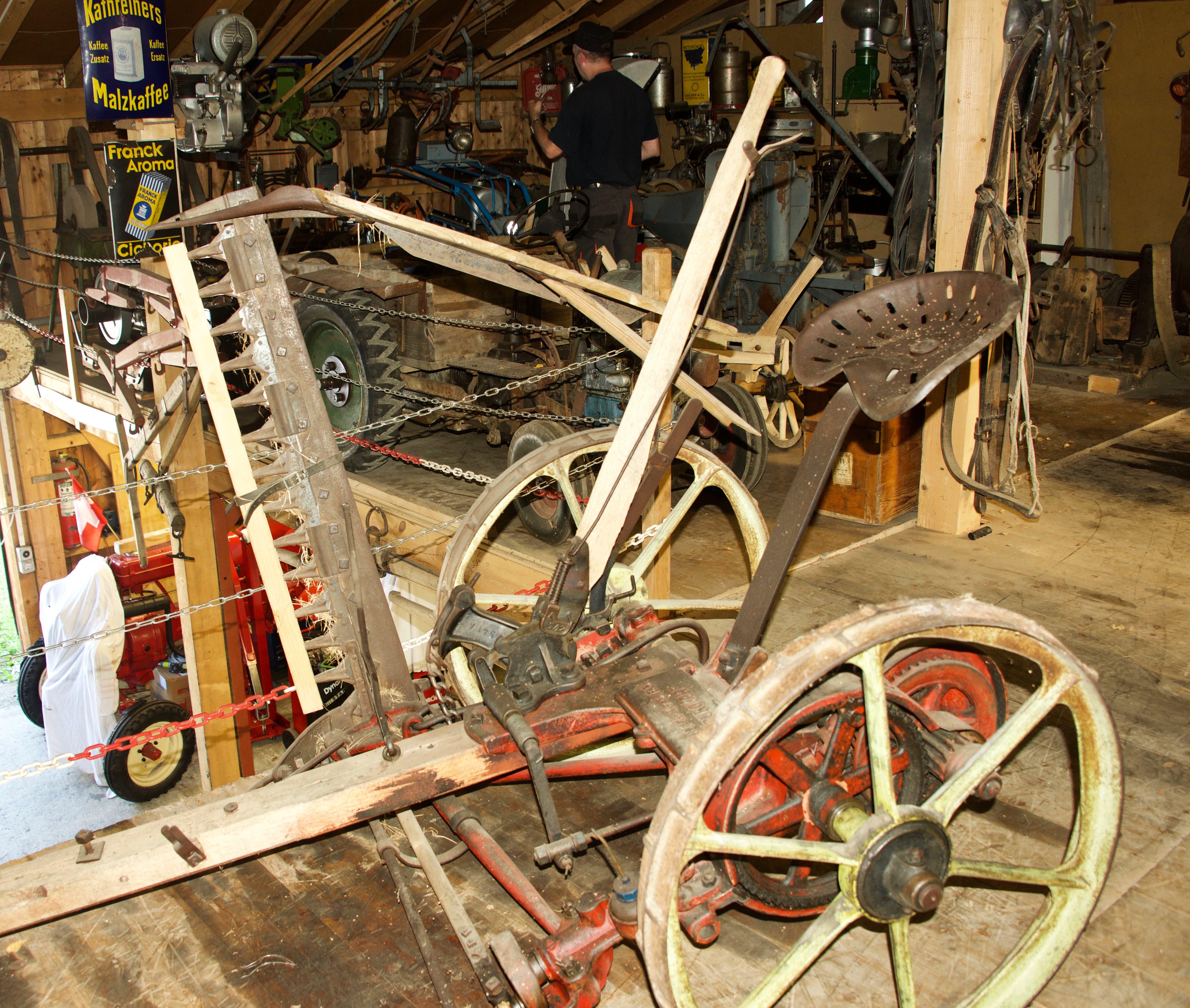 Diese Mähmaschine war ein Vorgänger zum Traktor.